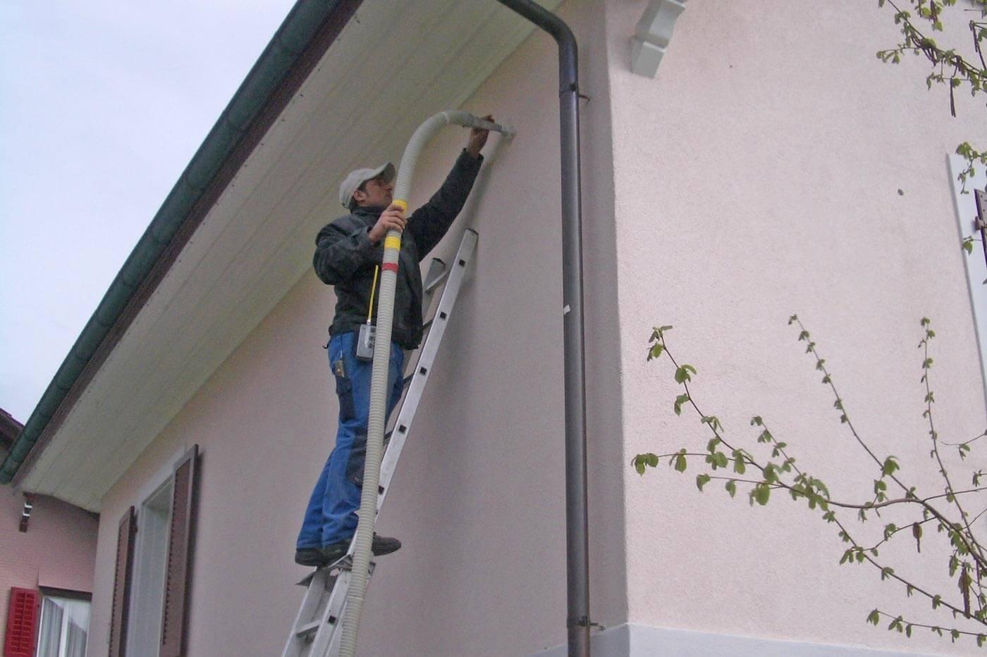 Huber Bautechnik SA - Isolation de murs creux en deux parties